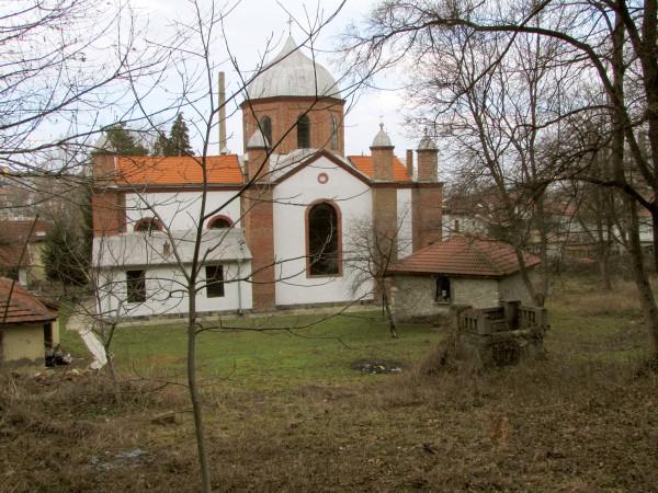 """Църквата """"Св. Илия"""" и вдясно отпред тюрбето  на Бали Ефенди"""
